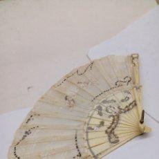 Antigüedades: ABANICO ANTIGUO CON VARILLADO DE MARFIL. Lote 143320301