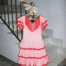 Antigüedades: TRAJE DE SEVILLANA DE ALGODON Y ZAPATOS PARA NIÑA.. Lote 143340942