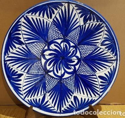 EXCELENTE PLATO DE CERÁMICA / 31 CM Ø / MARCA INCISA - SPAIN / MUY BUEN ESTADO. (Antigüedades - Porcelanas y Cerámicas - Otras)