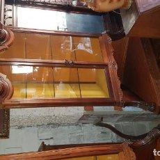 Antigüedades - Pareja de vitrinas rinconeras - 143357474