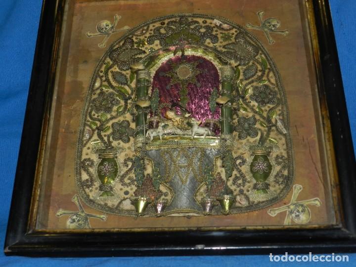 Antigüedades: (M) ANTIGUO MARCO RELICARIO CON FILIGRANAS DE SEDA Y PAPEL Y FIGURA DE BARRO S XIX TRABAJO DE MONJAS - Foto 4 - 143386926
