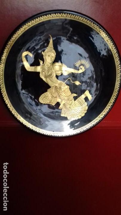 Antigüedades: BONITO CONJUNTO DE TRES PLATOS TAILANDESES NEGROS Y PAN DE ORO TRES TAMAÑOS 315mm-305mm y 175mm. - Foto 7 - 143392318
