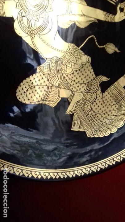 Antigüedades: BONITO CONJUNTO DE TRES PLATOS TAILANDESES NEGROS Y PAN DE ORO TRES TAMAÑOS 315mm-305mm y 175mm. - Foto 8 - 143392318
