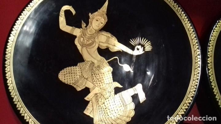 Antigüedades: BONITO CONJUNTO DE TRES PLATOS TAILANDESES NEGROS Y PAN DE ORO TRES TAMAÑOS 315mm-305mm y 175mm. - Foto 13 - 143392318