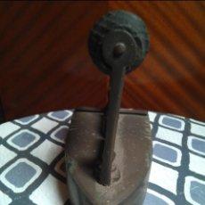 Antigüedades: PLANCHA ANTIGUA DE CARBÓN . Lote 143395578