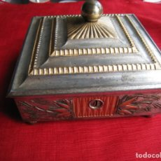 Antigüedades: ANTIQUISIMA CAJA METALICA POLICROMADA JOYERO O TABAQUERA MEDIDAS 14 X 14 X 7 CMTS. Lote 143400962