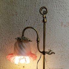 Antigüedades: LAMPARA SOBREMESA EN BRONCE VINTAGE. Lote 143419562