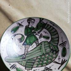 Antigüedades: ANTIGUO PLATO DE CERÁMICA DE TERUEL - FIRMADO DOMINGO PUNTER 1ª - DIAMETRO: 30.5 CM.. Lote 143495350