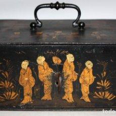 Antigüedades: CAJA DE CAUDALES DE HIERRO PINTADA CON LACAS CHINAS Y CON LLAVE. CIRCA 1900. Lote 143537742