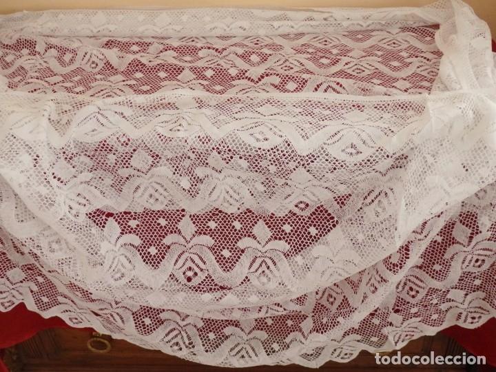 Antigüedades: Gran bajo de alba confeccionado en encajes. Medidas de 80 x 140 cm. Pps. S.XX. - Foto 6 - 143540618