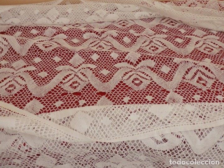 Antigüedades: Gran bajo de alba confeccionado en encajes. Medidas de 80 x 140 cm. Pps. S.XX. - Foto 7 - 143540618