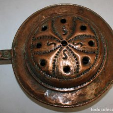 Antigüedades: ANTIGUO CALIENTA CAMAS EN COBRE MARTELEADO DEL SIGLO XIX. BRASERO. Lote 143541186