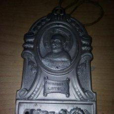 Antigüedades: RECUERDO DE LOYOLA EN ALUMINIO DE 12X6 CENTIMETROS PARA COLGAR. Lote 143541590
