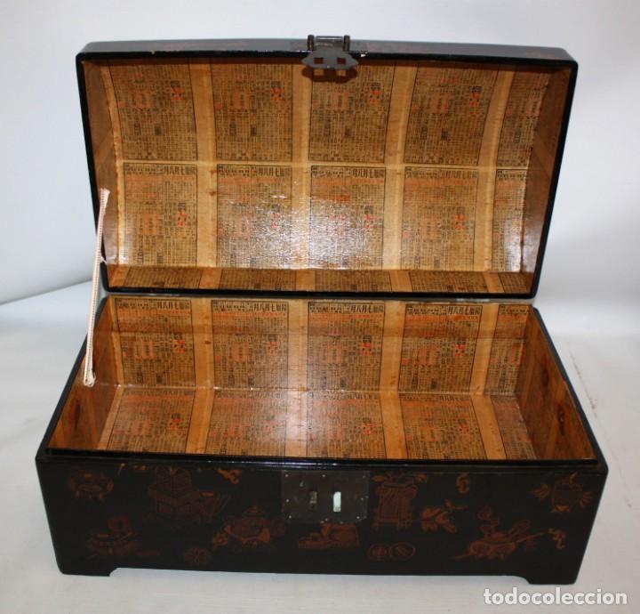Antigüedades: BAUL EN MADERA LACADA CHINA CON ESCENAS ORIENTALES. MEDIADOS SIGLO XX - Foto 4 - 143566518