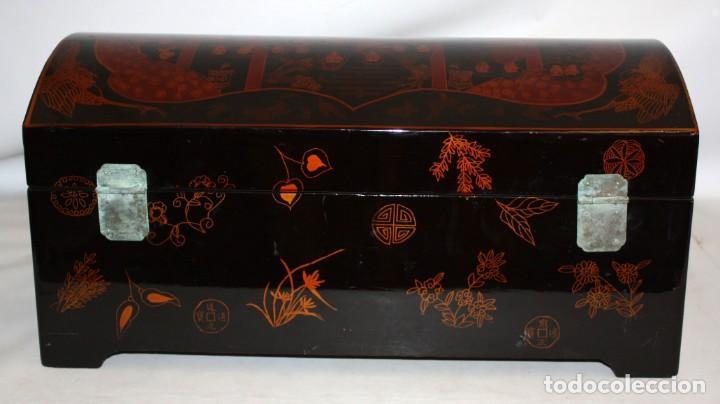 Antigüedades: BAUL EN MADERA LACADA CHINA CON ESCENAS ORIENTALES. MEDIADOS SIGLO XX - Foto 6 - 143566518