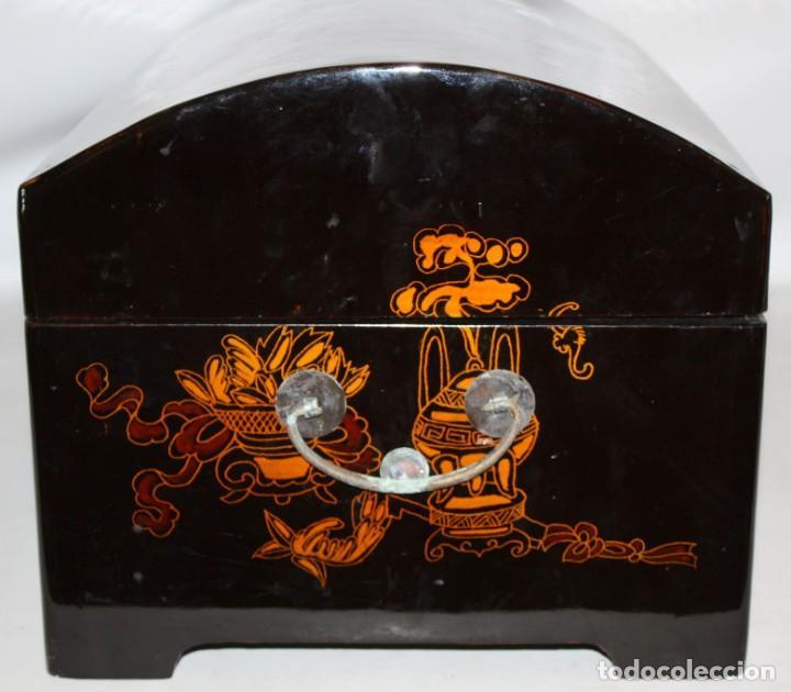 Antigüedades: BAUL EN MADERA LACADA CHINA CON ESCENAS ORIENTALES. MEDIADOS SIGLO XX - Foto 7 - 143566518