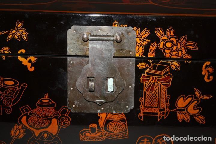 Antigüedades: BAUL EN MADERA LACADA CHINA CON ESCENAS ORIENTALES. MEDIADOS SIGLO XX - Foto 12 - 143566518