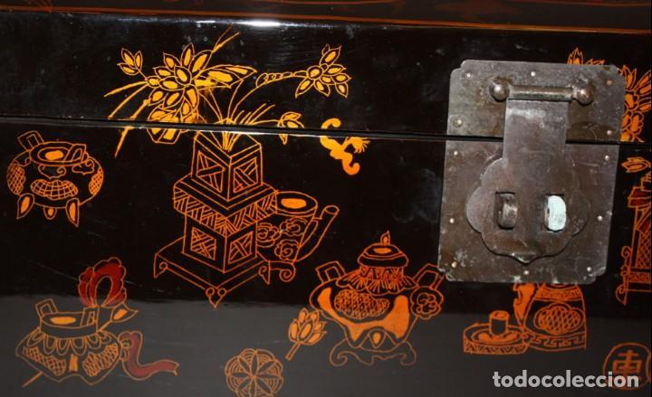 Antigüedades: BAUL EN MADERA LACADA CHINA CON ESCENAS ORIENTALES. MEDIADOS SIGLO XX - Foto 13 - 143566518