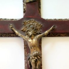 Antigüedades: CRUCIFIJO MADERA Y METAL. Lote 143592134