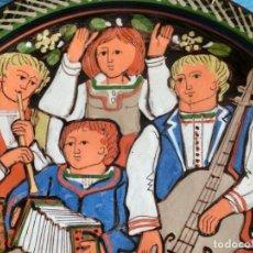 Antigüedades: GRUPO DE MÚSICOS - PLATO DE CERÁMICA SUIZA - SCHNEIDER STEFFISBURG - TEMÁTICA MUSICAL - COLECCIÓN. Lote 143607734
