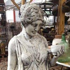 Escultura de jardín. Enorme y muy pesada. Más de 50 kg. Buen estado general.