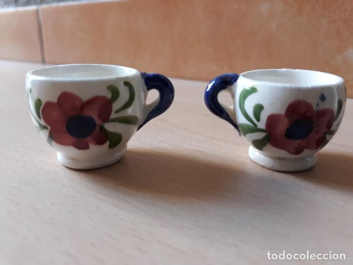 Antigüedades: Lote 2 tazas de ceramica en miniatura- pintada a mano motivos florales - Foto 2 - 143624030