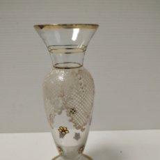 Antiquités: ANTIGUO JARRON DE CRISTAL PINTADO A MANO. Lote 143629784
