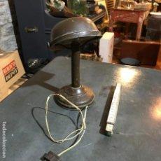 Antigüedades: PEQUEÑA LÁMPARA INDUSTRIAL. Lote 143636786