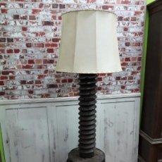 Antigüedades: LAMPARA TORNILLO DE PRENSA ANTIGUA DEL SIGLO XVIII. Lote 143663794