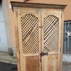 Antigüedades: PRECIOSA ALACENA ANTIGUA CON CELOSÍA. Lote 143676210