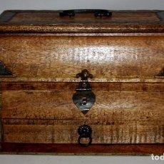 Antigüedades: CAJA JOYERO EN MADERA Y DECORACIONES METALICAS. MEDIADOS SIGLO XX. Lote 143687882
