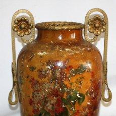 Antigüedades: JARRON EN TERRACOTA CON MOTIVOS FLORALES PINTADOS A DE EPOCA MODERNISTA. Lote 143702842