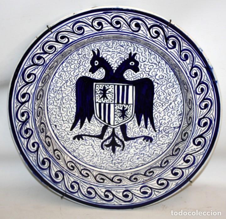 PLATO HERALDICO CON AGUILA BICEFALA PP SG XX.40 CM. (Antigüedades - Porcelanas y Cerámicas - Manises)