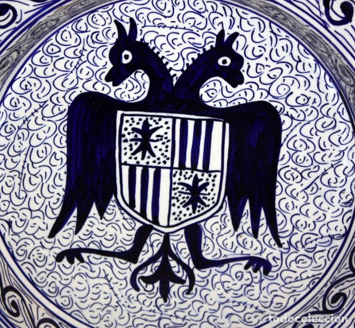Antigüedades: PLATO HERALDICO CON AGUILA BICEFALA PP SG XX.40 CM. - Foto 2 - 143710166