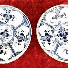Antigüedades: PAREJA DE PLATOS CATALANES. CERÁMICA ESMALTADA EN AZUL. ESPAÑA. SIGLO XVIII. Lote 143711106