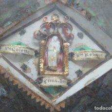 Antigüedades: PRECIOSO RELICARIO MULTIPLE CON 3 RELIQUIAS DEL SIGLO XVIII, CON ALTAR Y VIRGEN,EN CRISTAL Y SELLADO. Lote 143711664