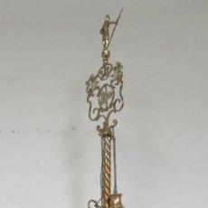 Antigüedades: MAGNIFICO VELON DE BRONCE. CON ESCUDOS AGUILA DE SAN JUAN. AÑOS 40. MUY GRANDE 163CM. Lote 143712678