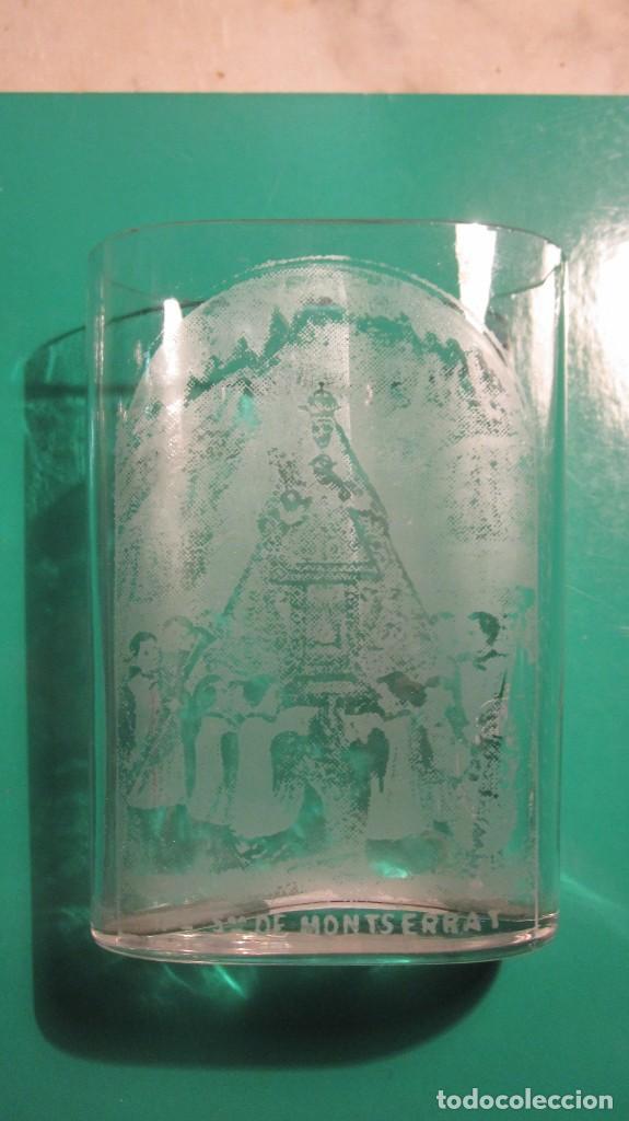 ANTIGUO VASO BALNEARIO DE NTRA. SRA. DE MONTSERRAT CON ESCOLANIA, DIBUJOS AL ACIDO (Antigüedades - Cristal y Vidrio - Otros)