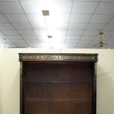 Antigüedades: ANTIGUA ESTANTERÍA DE MADERA ACABADO BOULLÉ. Lote 143730034