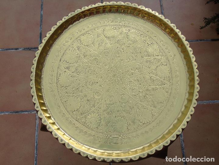 Antigüedades: MESA DE TÉ ÁRABE. PATAS DE MADERA CON BANDEJA METÁLICA REPUJADA. - Foto 10 - 220083767