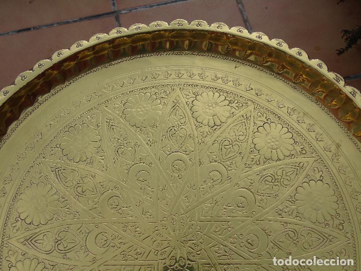 Antigüedades: MESA DE TÉ ÁRABE. PATAS DE MADERA CON BANDEJA METÁLICA REPUJADA. - Foto 11 - 220083767
