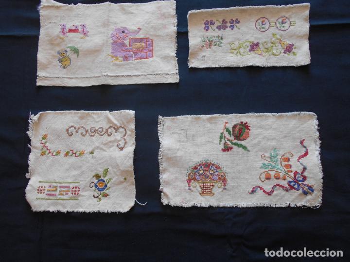 CUATRO MUESTRARIOS EN PUNTO DE CRUZ (Antigüedades - Moda - Bordados)