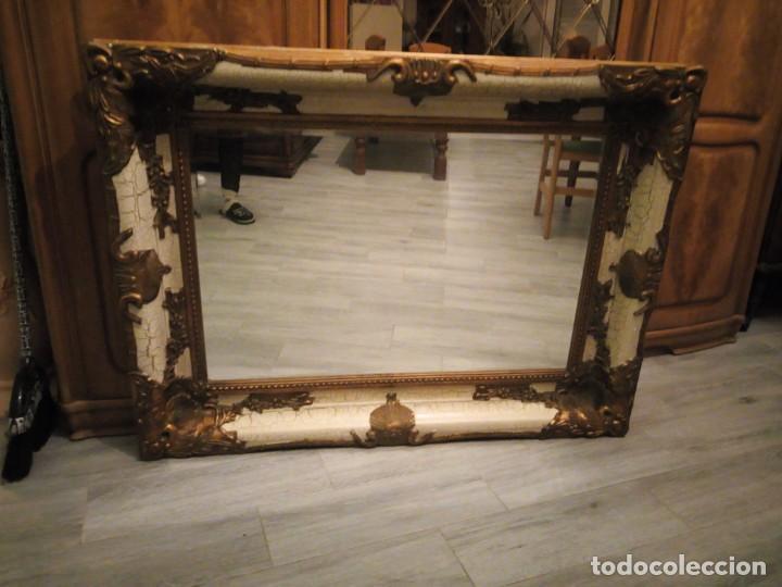 Antigüedades: espejo estilo barroco,marco de madera con pastas cobre y blanco roto quebrado.primera mitad siglo xx - Foto 2 - 143757210