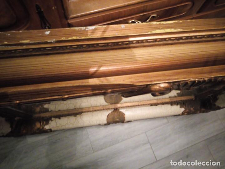 Antigüedades: espejo estilo barroco,marco de madera con pastas cobre y blanco roto quebrado.primera mitad siglo xx - Foto 12 - 143757210