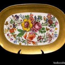 Antigüedades: BANDEJA MUY BONITO DE PORCELANA ANTIGUA PINTADA A MANO, EN MUY BUEN ESTADO DE CONSERVACIÓN.. Lote 143775618
