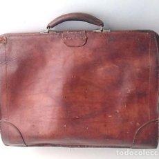 Antigüedades: ANTIGUO BOLSO GRANDE DE VIAJE DE CUERO, PIEL.. Lote 143795774