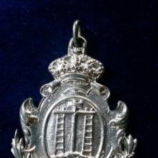 Antigüedades: MEDALLA REAL HERMANDAD DEL SANTO ENTIERRO Y NTRA SRA DE LOS DOLORES ALCALA DEL RIO ( SEVILLA ). Lote 143829321