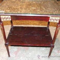 Antigüedades: PRECIOSA MESA MODERNISTA, C. 1900 CON TALLA DORADA. Lote 143829390