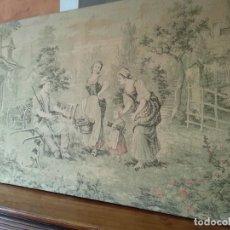 Antigüedades: TAPIZ CAMPESTRE CON ESCENA DE SIEGA. Lote 143863222