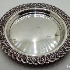 Antigüedades: BANDEJA PLATA DECORADA. Lote 143878322